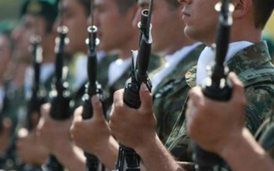 Κόντρα ΥΠΕΘΑ-Ποταμιού για το «άγιο» επίρραμμα στις στολές στρατιωτικών- Πρωτοφανής απάντηση του Υπουργείου