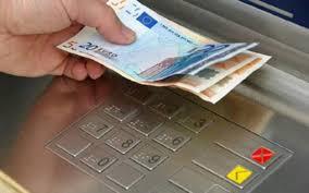 Σενάρια για χαλάρωση των capital controls – Στα 2.000 ευρώ μηνιαίως το νέο όριο αναλήψεων