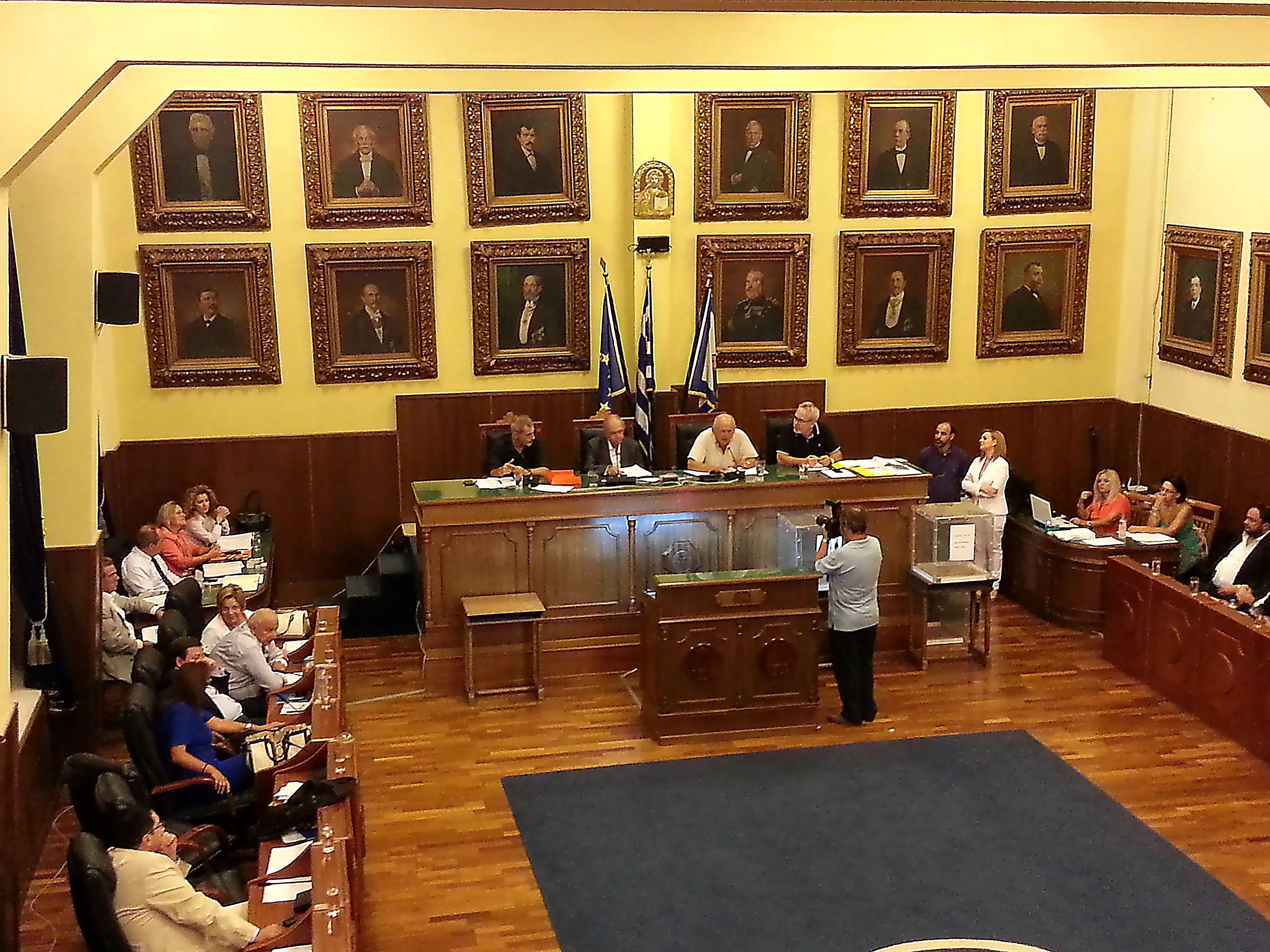 «Απόφαση σταθμός του Δημοτικού Συμβουλίου Πειραιά για τους συμβασιούχους»
